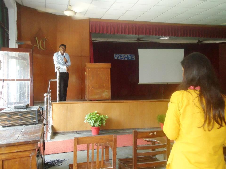 Nitya Prakash delivering a guest lecture